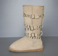 Rivet Women s high sheepskin boot in sand