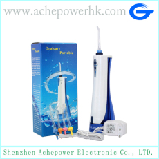 Portable dental water jet for teeth cleaning