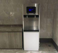 企业员工用温热直饮水机的过滤系统里面净化器作用